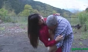 Asian horny white wife getting her cookie licked and screwed by old guy cum to gazoo outdoor at