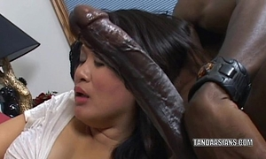Curvy cutie kiwi ling is on her knees and engulfing cock